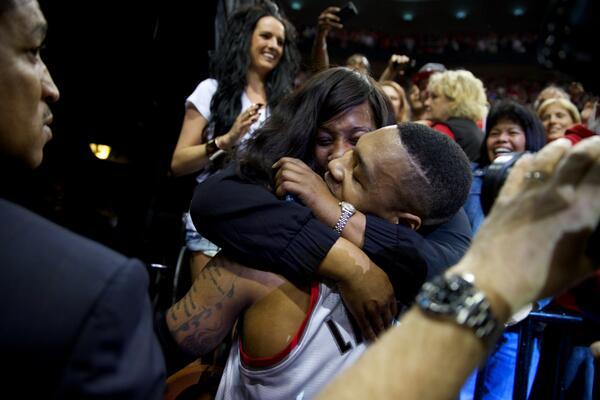 "Aww, love this ""@JamieRafe: Love from mom for @Dame_Lillard as #RipCity and @TrailBlazersPR take down @HouRockets_ID http://t.co/pWkZjj4Lnt"""