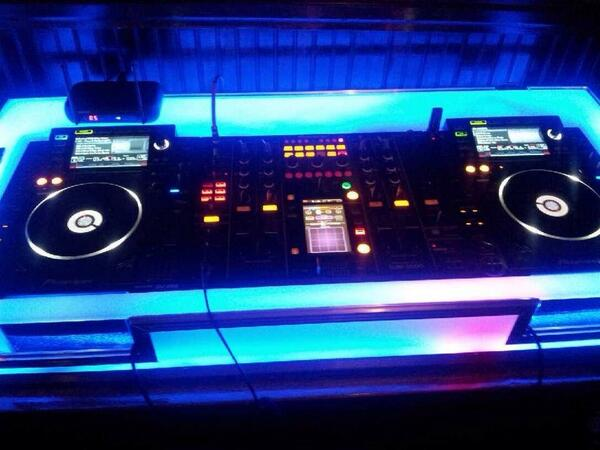 Lovely setup http://t.co/7lR4t7UbI2