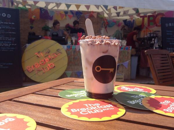 "Today's special ""Jungle Boogie"" Kahlua, vodka, milk and Coco pops! With @TheBrekkyClub @foodiesfestival #Brighton http://t.co/WzugeRl5mj"