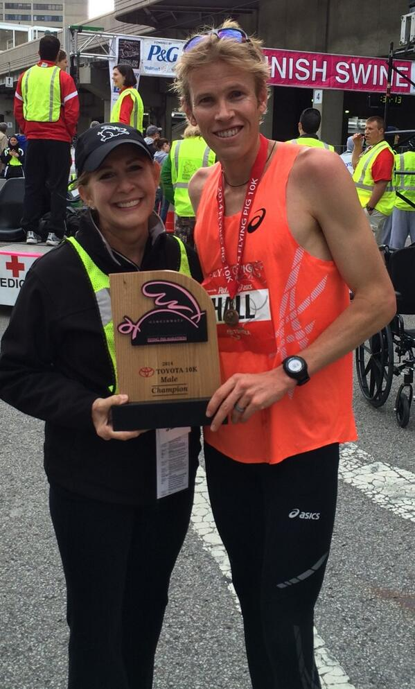 .@ryanhall3 sets the record in today's #runflyingpig #Toyota 10K with an official time of 30:32 http://t.co/NV8x3uNknF