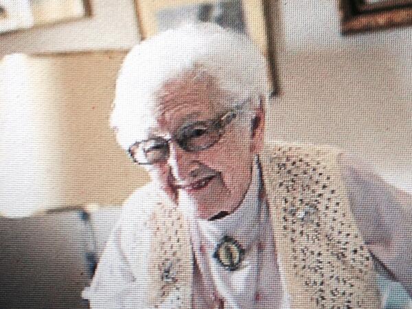 Les presento a Inocencia (104 años). El Estado quiere echarla de su casa. Su historia, mañana en EL PERIÓDICO. http://t.co/J7WqYwoSHa