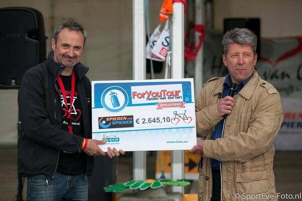 € 2.645,10 voor @SpierenvSpieren met de @ForYouTour iedereen bedankt http://t.co/B9rBiAM2SG