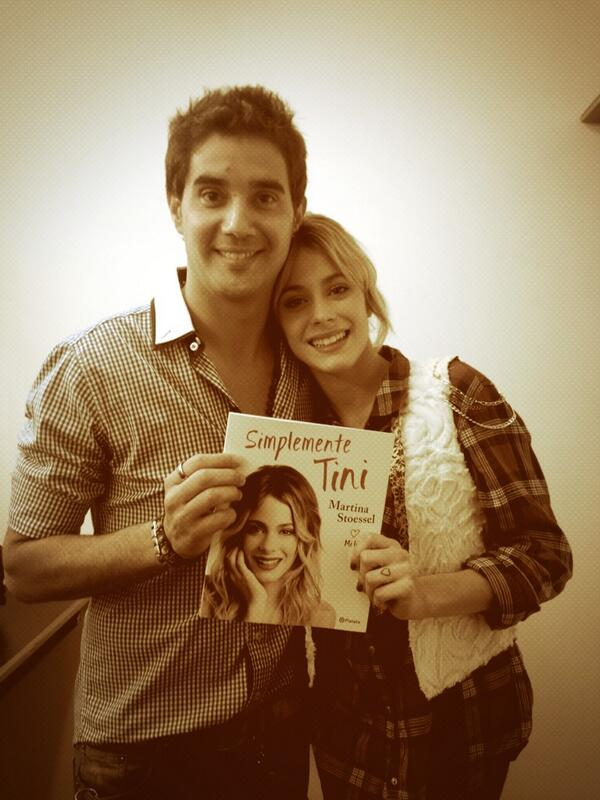 Como te quiero! @TiniStoessel Felicitaciones por el libro! #SimplementeTini http://t.co/e4N855CdLW