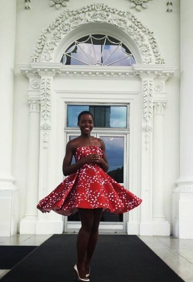 @Lupita_Nyongo wears a Giambattista Valli FW'14 dress to tour the @WhiteHouse http://t.co/3GJyVzFdF2