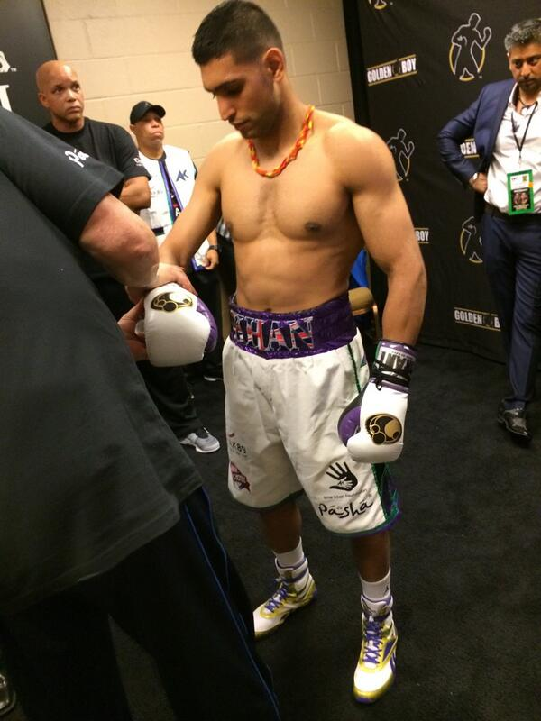 Getting gloved up @AmirKingKhan first time wearing grants http://t.co/V0fTlzL7ZC