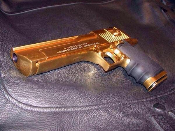 Gold plate Desert Eagle http://t.co/mPHd9c3JWF