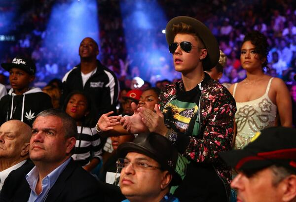 Justin Bieber looks in shock at #MayweatherMaidana #TheMoment http://t.co/BbmNXEQtJ2