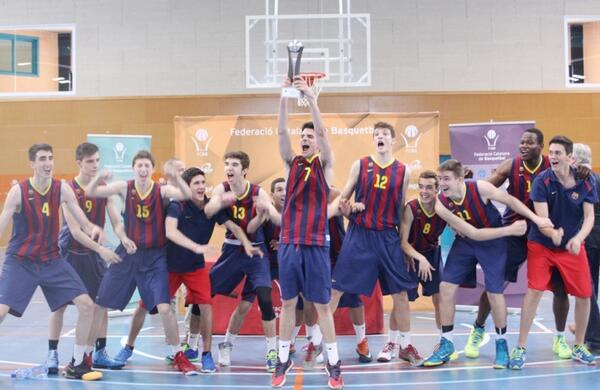 FCBQ (@FCBQ): Felicitats @FCBbasket Campió de Catalunya Cadet Masculí per 2n any consecutiu #F4CadetBQ http://t.co/hdXeizebfd http://t.co/6oXawKbTvM