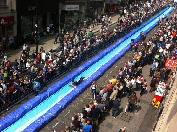 Wish I was in bristol today: http://t.co/kRUNy8K89y Gigantic water slide on Park St :) #bristolslide