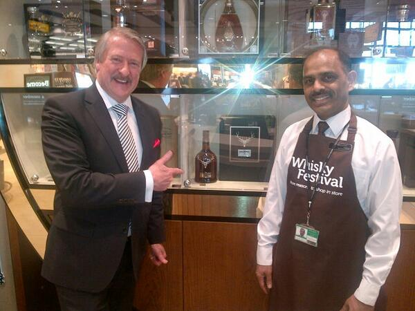 Dropped into Heathrow Terminal 5's new Whisky Shop - very impressive with a fabulous range of whiskies. Slainte! http://t.co/kuwbu0tdXC