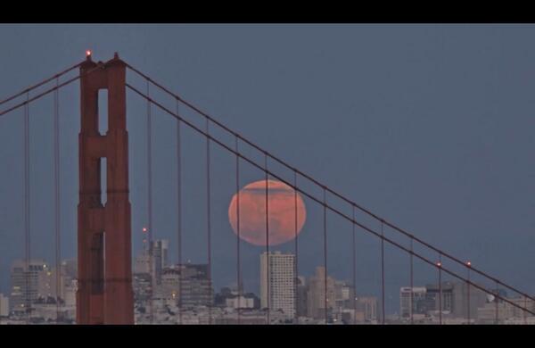 Full Moon Rising Over Sf (In 1 Minute) #TIMELAPSE http://t.co/bPwn3vHGfs http://t.co/uEclX7KZX2