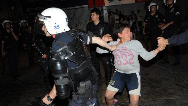 #Turkey police attempt to detain 10-year-old amid #Soma protests in #İzmir: http://t.co/ptXfQBL0T1 http://t.co/tXOodYzX8B