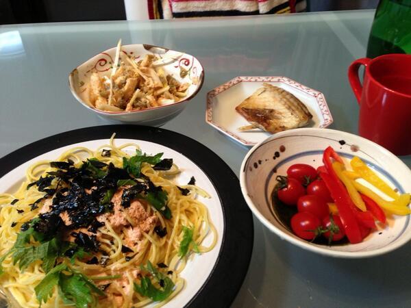 応援ありがとうございました。 帰ってパパッと夕食準備。今日は1人でお留守番なので量の調節が難しい。 明太子クリームパスタと、鯖の塩焼きと、ササミとザーサイの和え物と、生野菜でした。 http://t.co/OjpfguBBgw