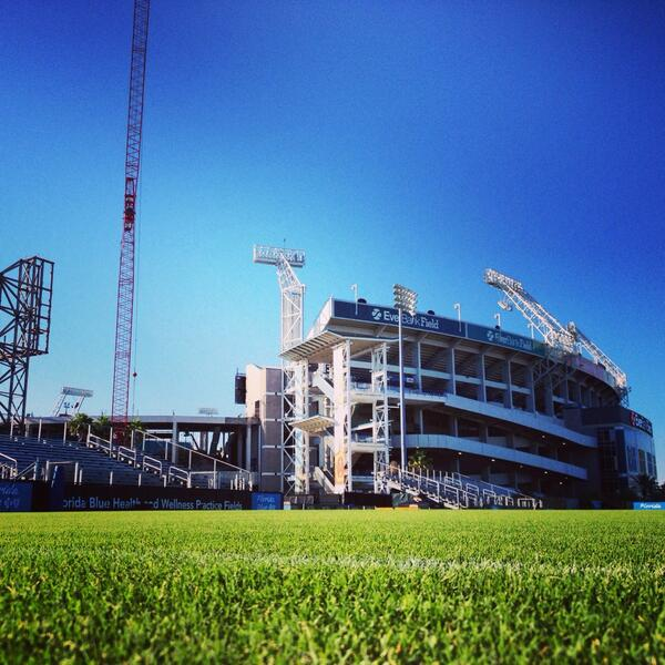 RT @JagsGameDay: Another perfect day for @jaguars rookie mini camp. Expect record crowd so get here early to get a seat! #jaguars http://t.co/yaqIioSG8B