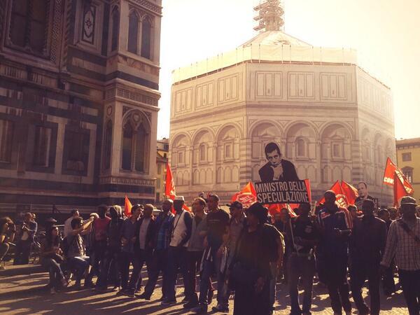 RT @CUAPISA: Davanti al #duomo di #firenze per ribaltare #renzi corteo invade centro vetrina http://t.co/gzJmghQGLl