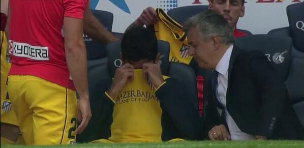 Diego Costa, hundido tras la lesión #FCBAtleti http://t.co/KLBwC8Sh6C