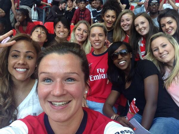 @ArsenalLadies team selfie as we wait for the lads and extra time ⚽️ http://t.co/SefRvdHMOR