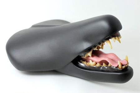 إبداع : مقعد دراجة مع فم وأسنان حقيقيّة.  من تصميم ـ Clem Chen http://t.co/hKTw46k4jH