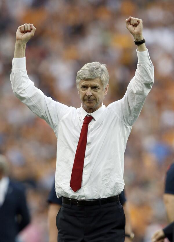 PIC: A jubilant Arsène Wenger finishes the season off with more trophies than José Mourinho. #AFC #FACUP http://t.co/eFa1En9Uj2