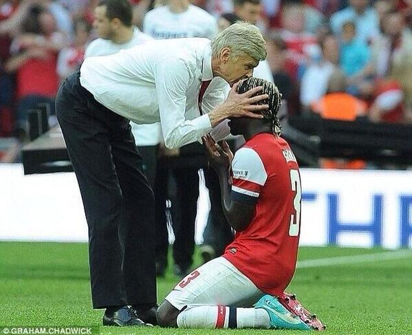 This picture is worth so many words. #Arsenal http://t.co/xaWa8ij9S7