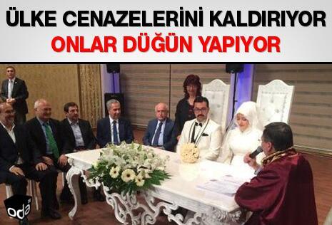 Ülke cenazelerini kaldırıyor Onlar düğün yapıyor http://t.co/FZFA94pvos http://t.co/foM1mOfho5