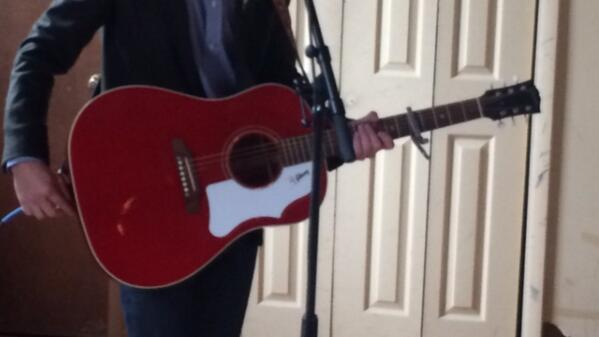 Hey ATL - STOLEN GUITAR!! Gibson (Red with white pick guard) 58 reissue J45 http://t.co/Z1RQbCVIow