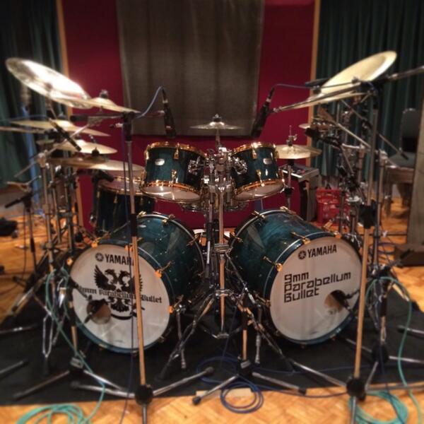 武道館デビューのかみじょうちひろNEWドラム!!美しいですー☆〜(ゝ。∂) http://t.co/2Xozg55pHw