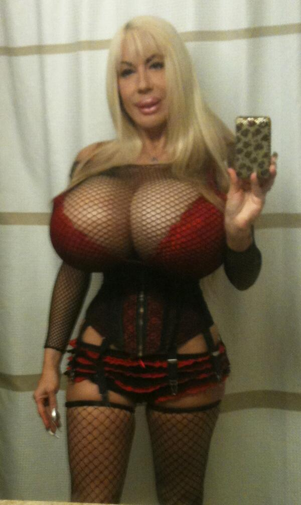 Good Morning Everyone! I'm up early today. Going to shoot later...Here is a #selfiesunday pic! xxoo,