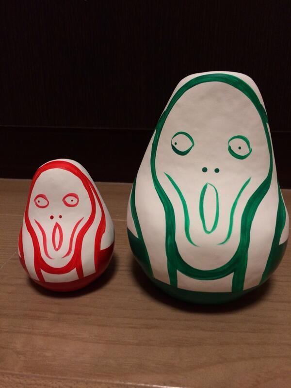 福島の民芸品とノルウェーとのコラボ。「起き上がりムンク」たそう。ノルウェー大使館でもらいました。 http://t.co/abGML7REC7