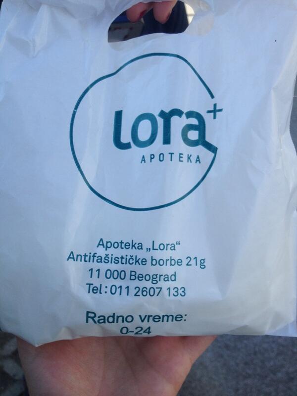 Apoteka Lora, 25. blok, radi 00-24, dele besplatne rukavice svim #volonteri #arena Svaka cast!!! #poplave #Beograd http://t.co/3lynShRoFP