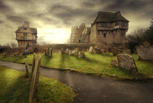 Ruin & majesty. Stokesay Castle, Shropshire: a medieval fortified manor house. By Richie Dean via @HistoryNeedsYou http://t.co/C0AQbs5D1H