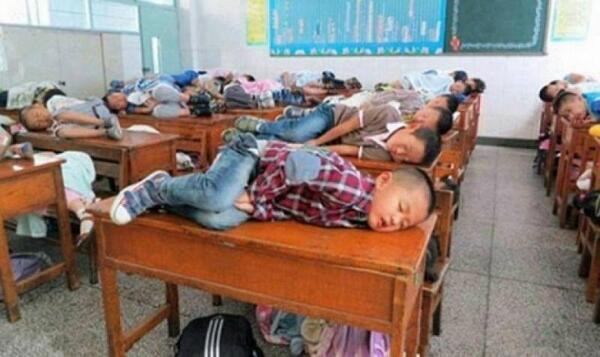 In China teachers allow children to sleep in class for 20 minutes to learn better. http://t.co/kssAXoYatj
