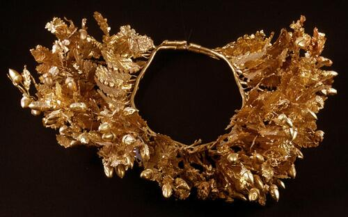 Gold wreath from what is thought to be the tomb of Philip II of Macedon, Alexander the Great's dad. Vergina, Greece. http://t.co/5tXNRoa3Dr