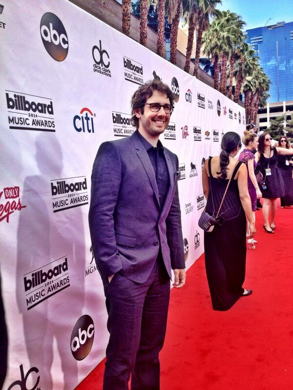 Looking good @joshgroban on the carpet @OfficialBBMAs #bbmas @RisingStarABC http://t.co/xcNgy7CHe3