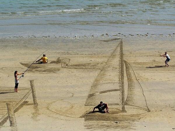 Keren! seninam ini menyulap pasir yg ada di pantai menjadi lukisan 3D yg menawan, lengkapnya  http://t.co/skZeGDxaQE http://t.co/kOTvwDLZVn