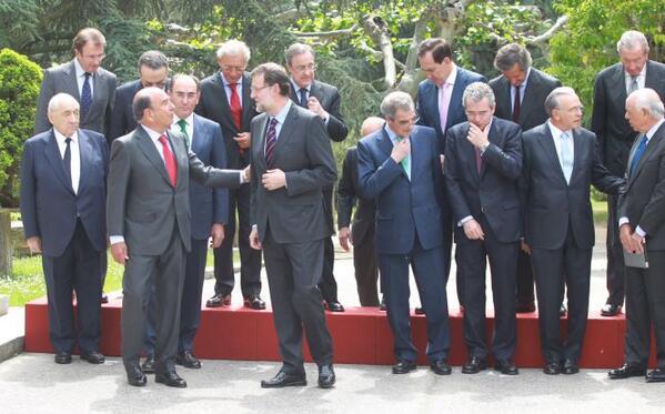 """Botín: """"Voy a felicitar a Rajoy por lo bien que lo está haciendo"""" http://t.co/gF3KPCpQ1m http://t.co/W5lj8vzRe2"""