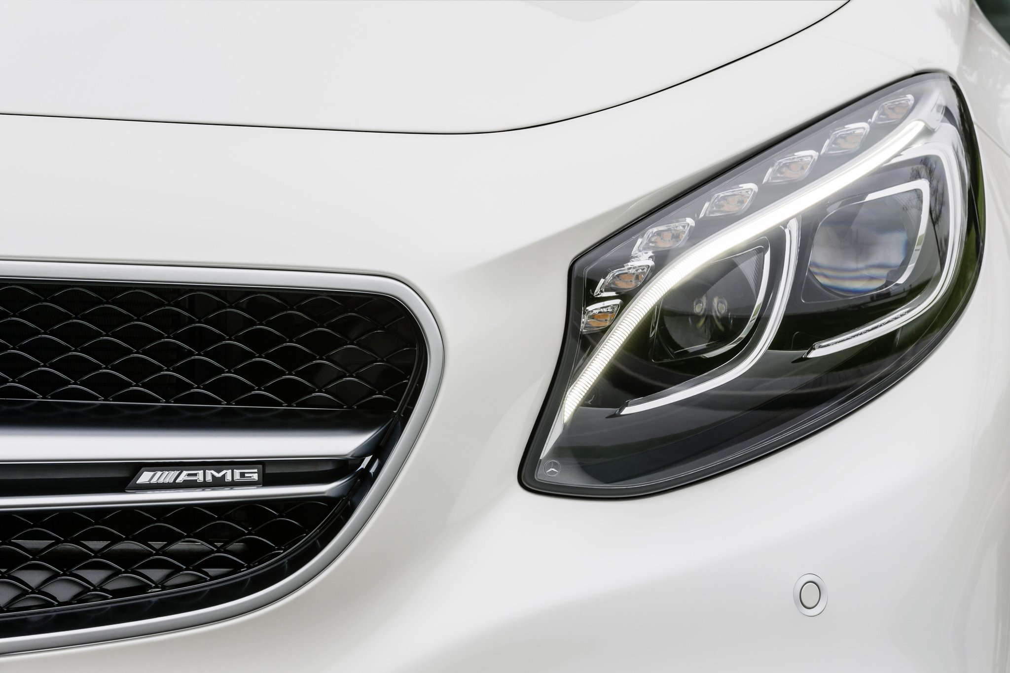 We've crammed 577bhp into our S 63 AMG Coupé. That's what we call powerful. http://t.co/qbcsILYgcn