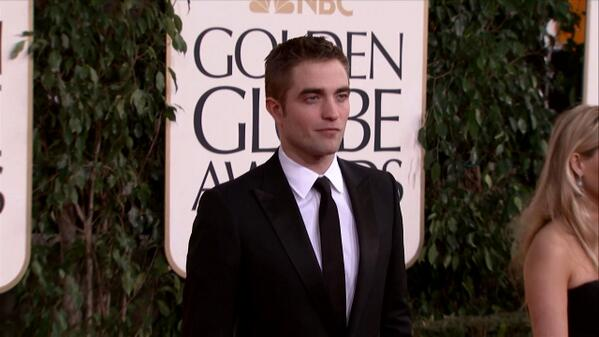 Happy birthday to Robert Pattinson! He turns 28 today. #robertpattinson #twilight http://t.co/0F1Cw4KyQR