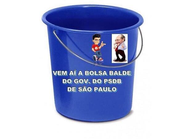 """#sidivirto pq é sério kkkRT @turquim5: é o tal choque de gestão tucanaRt @rcabrinicosta """"bolsa balde""""p/banho tcheco() http://t.co/voJ8vhViWf"""