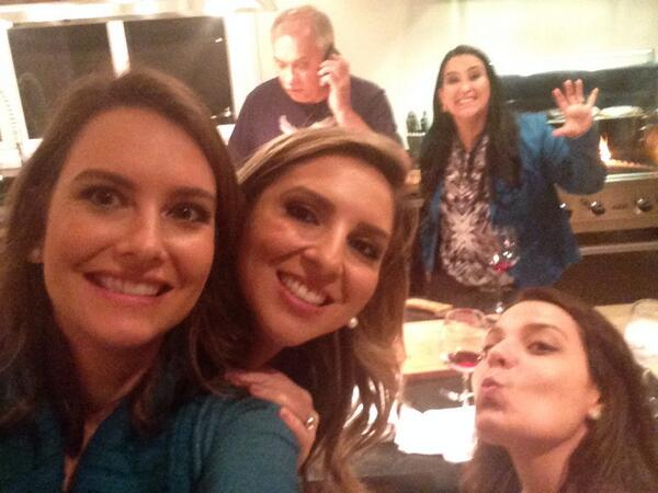 LUIZA ZANCHETTA (@LuizaZanchetta): #selfie com as meninas na casa do Marcelo Rezende! http://t.co/p04aDFm4ts