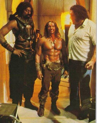 Arnold Schwarzenegger looks small standing next to Wilt Chamberlain & André The Giant. http://t.co/0vuH1HH8Nu