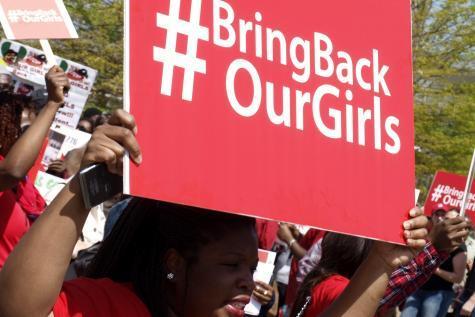 Le monde se mobilise pour #BringBackOurGirls http://t.co/c2GYJLTLFp. Honte à @ThierryMARIANI & sa #déculpabilisation http://t.co/D2G5nzSx5K