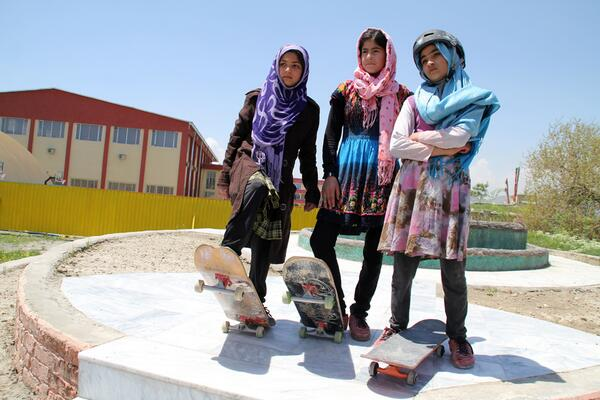 40% of Afghanistan's skateboarders are female. 100% of those are tough as nails.  http://t.co/y6cI7H6k0F http://t.co/5RK4EmYRff
