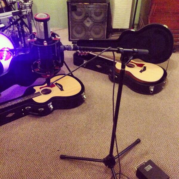 Day #4 Rehearsal with @BeaMiller ! Show tomorrow! Guitar twinning http://t.co/jsTUV5Gcgd
