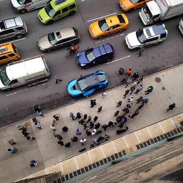 The #BMWi8 draws a crowd (and a traffic jam) outside our office this afternoon. @BMWiUSA http://t.co/g4EkADS3ld