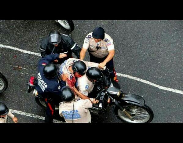 TERRORISTAS OPOSITORES #CARACAS,#VENEZUELA ACABAN DE ASESINAR A POLICÍA NAC BOLIVARIANO DE 27 AÑOS.#NOALAIMPUNIDAD! http://t.co/NZBlg5NuQ3