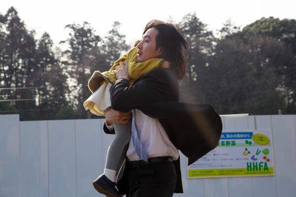 松田龍平さん、HAPPY BIRTHDAY!! 関係一同、節目の年に『まほろ駅前狂騒曲』で共にいることを幸せに感じます。 http://t.co/fgve7P0nUo