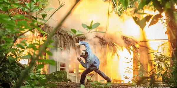 Prova de amor ou de loucura? Antônio explode a cabana na frente de Hernandez. E agora?! #Malhação http://t.co/Zllcv6btGZ