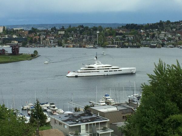 """The 314' """"Vava"""" just arrived in Lake Union. The valets are going to have a hard time figuring out where to put her. http://t.co/tNS8CRtYKr"""