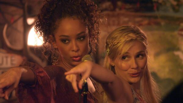 Sign me up #renewNashville for more @clarembee @ChaleyRose @conniebritton @lennonandmaisy @CharlesEsten http://t.co/vsnXYssPYg